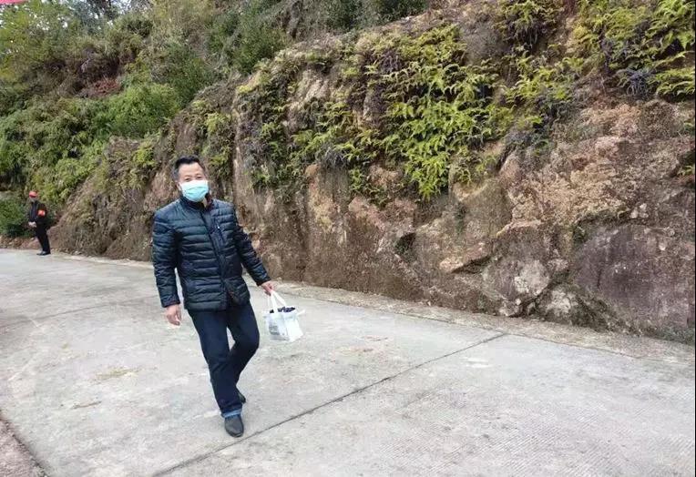 """""""疫""""线上的赶路人——赤锡乡村医生陈文键"""